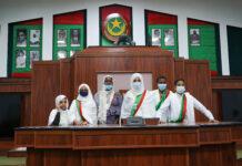 Le bureau du parlement des enfants dans l'hémicycle | Crédit photo : DisInfoArts